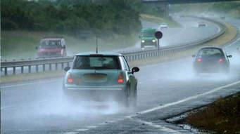 3 Safety Tips for Driving a Car When It Rains  - Asura
